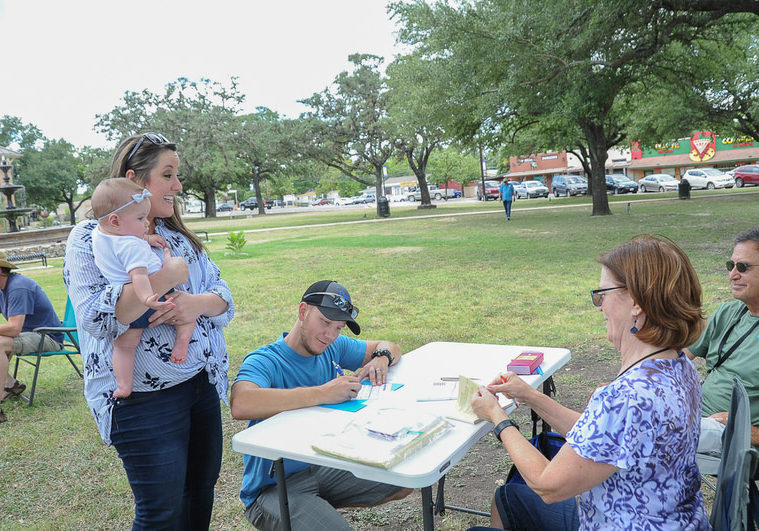 KBAD members register voters at the Kyle/Buda-Area Democrats Ice Cream Social on Aug. 5 at the Kyle City Square Park gazebo.  Photo by Christopher Paul Cardoza